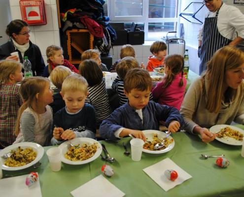 Kindgerechte gesunde Ernährung spielend erlernen